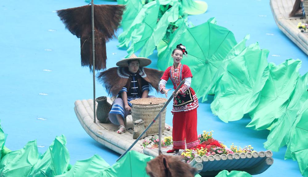 广西举行自治区成立60周年庆祝大会 展壮乡风采